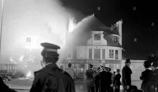 southall-riots-london-destruction-the-hambrough-tavern-in-uxbridge-B5DYFB (1)
