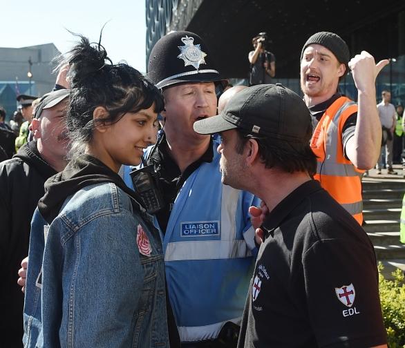 Saffiyah Khan contra Ian Crossland (EDL)