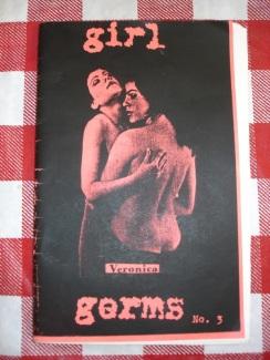 Molly Neuman y Allison Wolfe, dos jóvenes feministas que se conocieron en la Universidad de Oregon en 1989, fueron alentadas por Tobi Vail a comenzar una banda y un fanzine. Formaron la banda Bratmobile y éste es su primer fanzine: Girl Germs