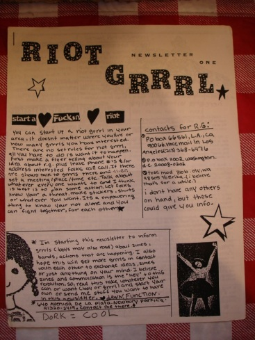 La newsletter Riot Grrrl iniciada por Molly Neuman (Bratbmobile | Girls Germs)
