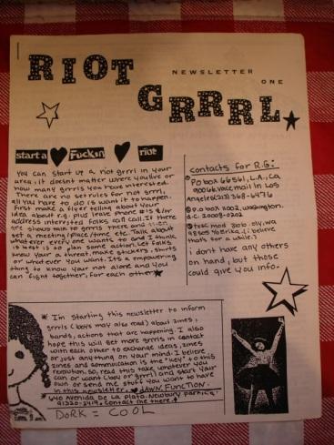 La newsletter Riot Grrrl iniciada por Molly Neuman (Bratbmobile | Girls Germs)
