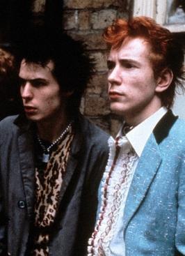 Johnny Rotten vestido como teddy boy junto a Sid Vicious