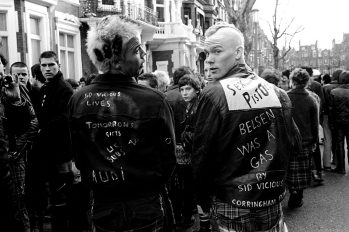 Punks en el Memorial a Sid Vicious en 1979 en Londres