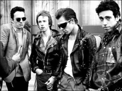 The Clash con una estética entre el punk y el rocker
