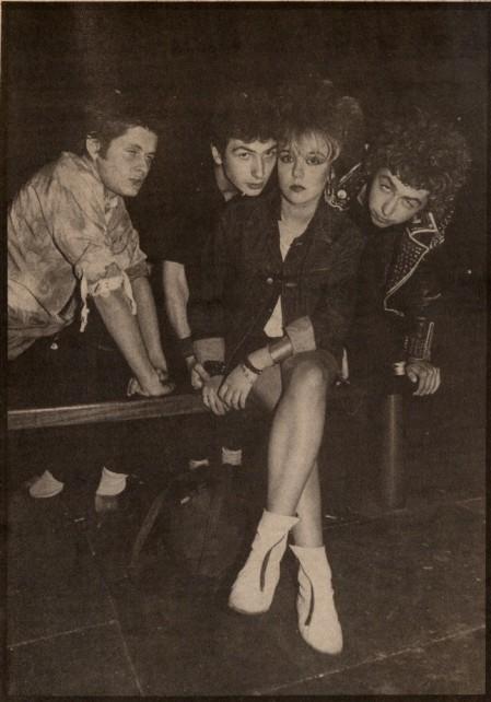 1 hoja entrevista en Sounds con The Partisans, en septiembre de 1982