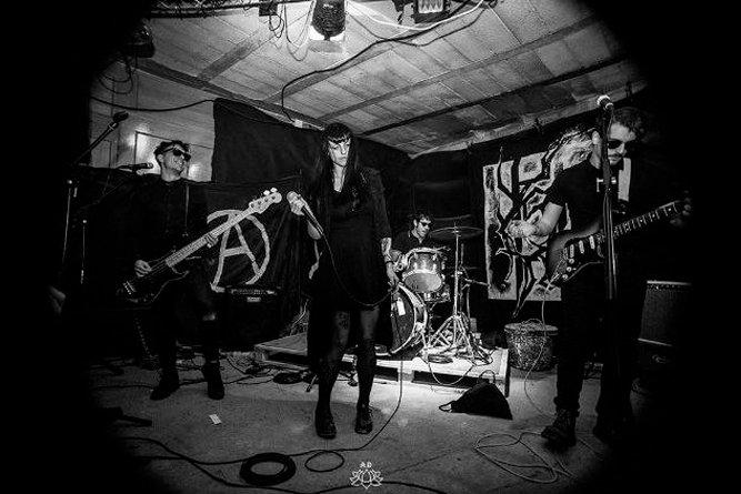 Vampiro: grupo dark punk & post-punk de Granada con gente de La URRS, Culebra, Error de Paralaje y