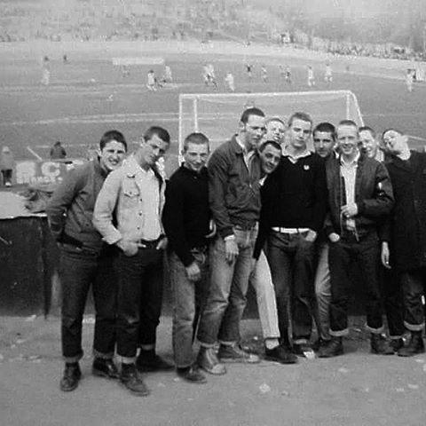 skins-football